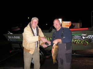 11-16-15 Tom Day congratulating Jim Wallis - $1000 winner