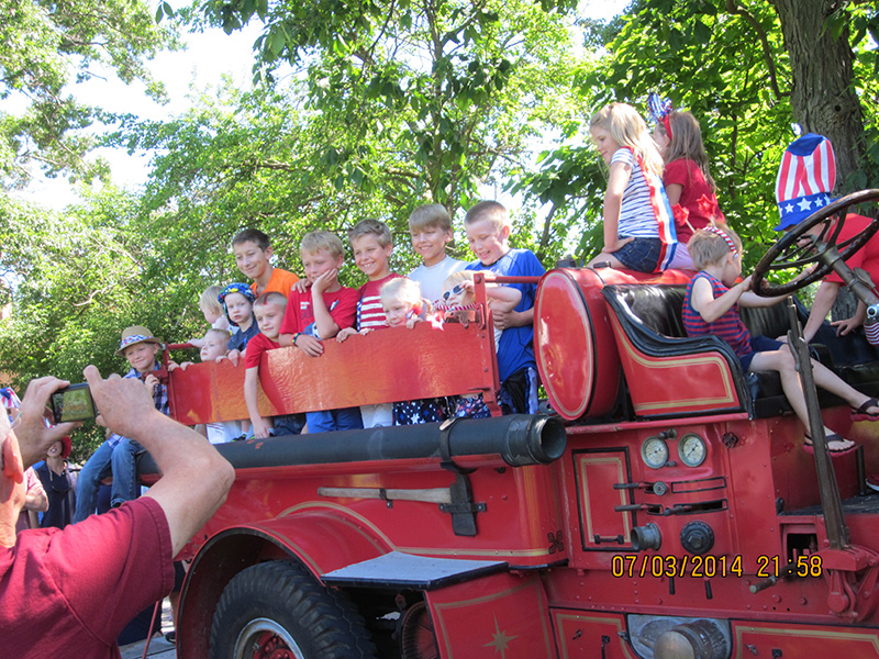 2014-kids-parade-1